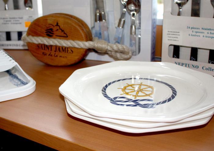 Hall Nautique Cavalaire - Vêtements Marins et décoration marine