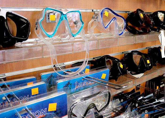 Hall Nautique Cavalaire - Tout pour la mer et le bateau. Une grande diversité de masque sous-marin - Tél : 04 94 64 03 38