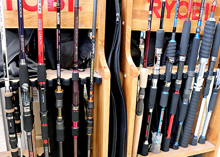 Au coeur de Cavalaire sur Mer à deux pas du Port, vous trouverez au hall nautique une large gamme de produits pour équiper votre bateau