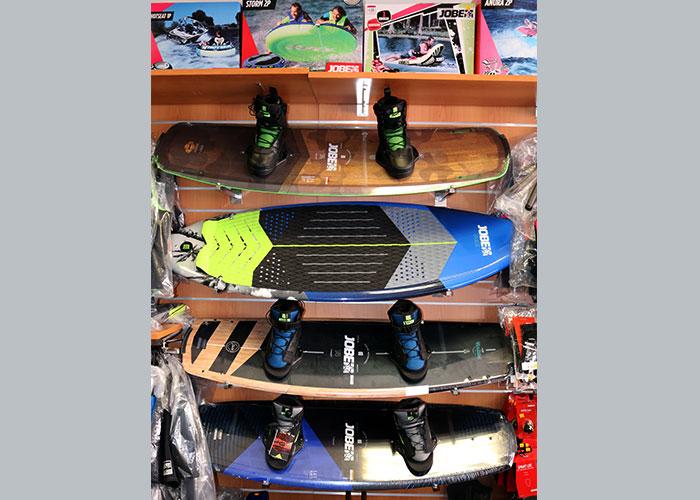 Boutique Hall Nautique, 96 rue du port à Cavalaire, ski nautique et wakeboard - Jobe