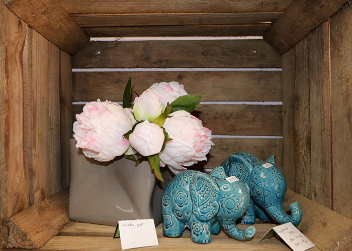 A Cavalaire depuis 1992, Chrystelle est à votre disposition pour toute composition florales.