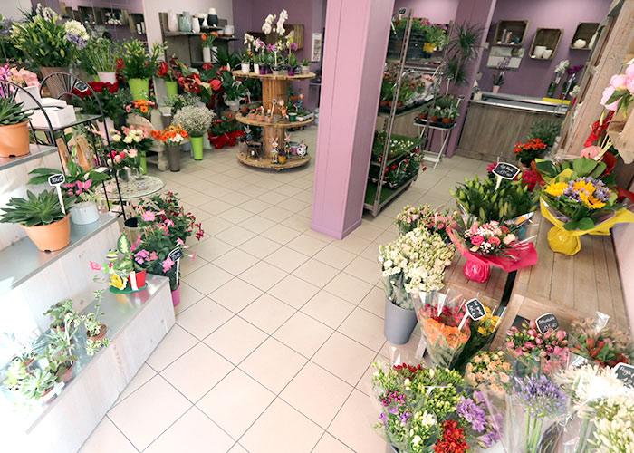 Fleuriste de tombe - Coupe de plantes extérieure - Cousin de fleurs - Coeur de fleurs - Cousin de roses