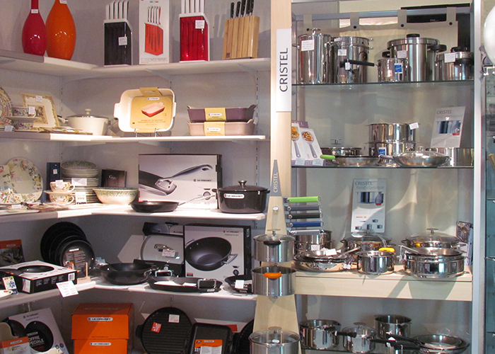 Accessoire cuisine (Cristel, Le Creuset). La belle Image Cavalaire, 83 Var