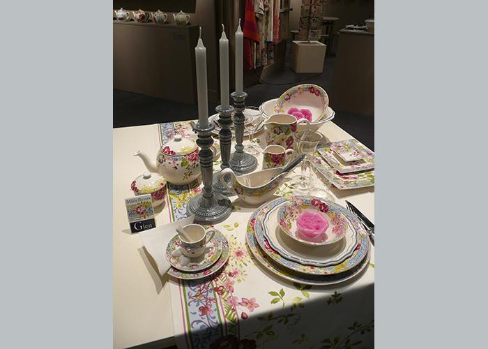 Table dressée Vaisselle Gien. La belle Image Cavalaire, 83 Var