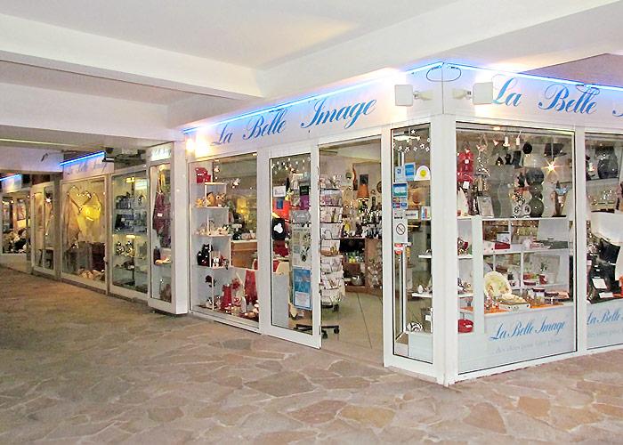 Vue totalité du magasin extérieur.La belle Image Cavalaire, 83 Var