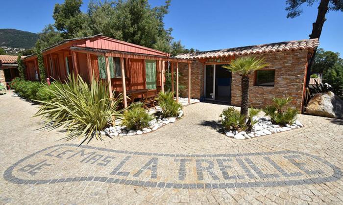 Camping de la Treille, un Camping 4 étoiles rien que pour vous - Avec ses 300 cent jours d'ensoleillement, venez apprécier les beautés légendaires de la Côte d'Azur !
