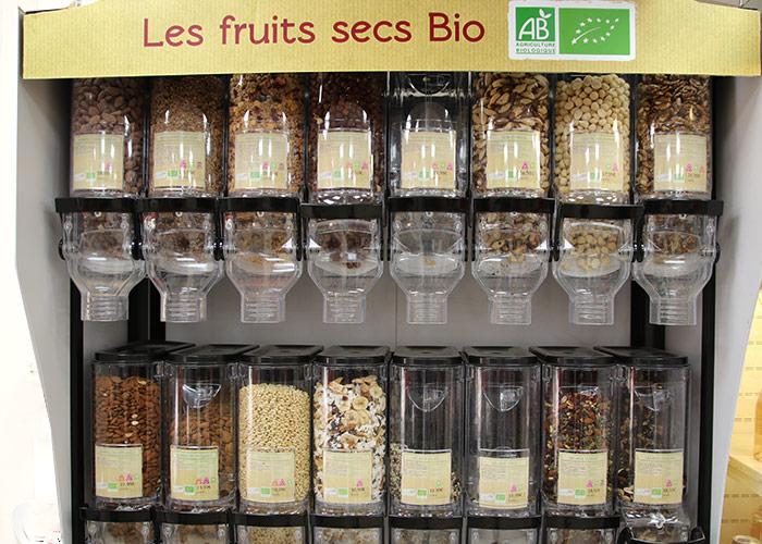 Dans notre magasin, une grande variété de produits comme les fruits secs Bio et ultra-naturel