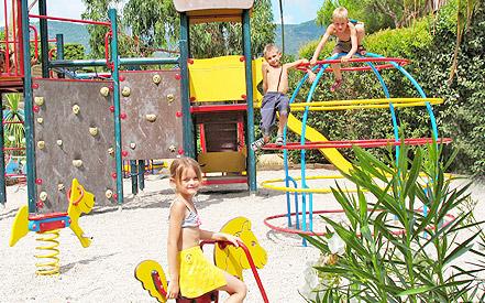 Camping de la Baie **** - Restaurant/bar Les Cocotiers - Epicerie, tous les services sur place